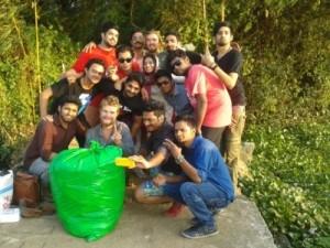 Fleißige Helfer beim Müll sammeln